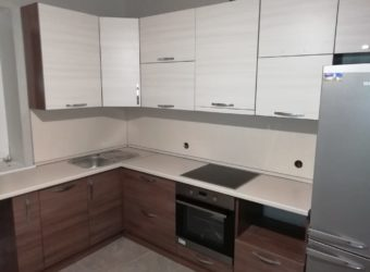 Кухня «СЛОБОДА» с встроенной техникой(вытяжка, п/машина)